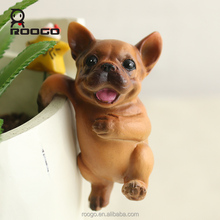 ROOGO resin funny animal pet cute dog climbing statues for tables