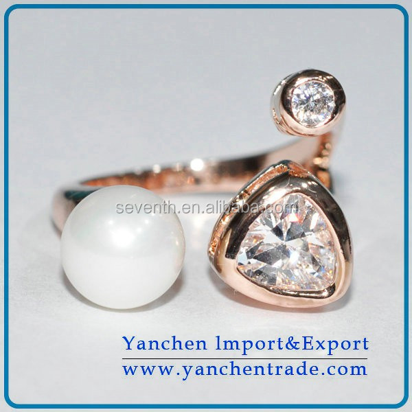 Man Pearl Ring Designs with Zircon Bezel Setting 18k Gold Plated