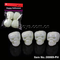 Halloween party items plastic noctilucent wholesale skulls toys