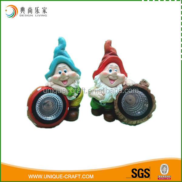 Garden decoration resin gnome with solar light