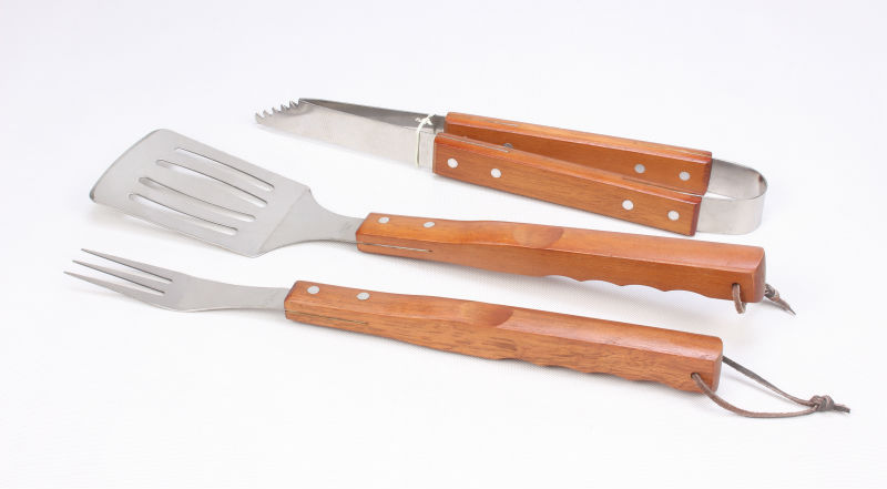 new style stainless steel grill tools set with spatula/tongs/ scraper with wooden handle