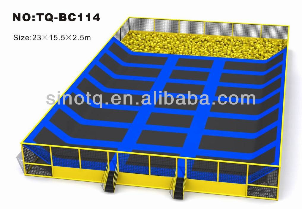 Large rectangle trampoline with enclosure