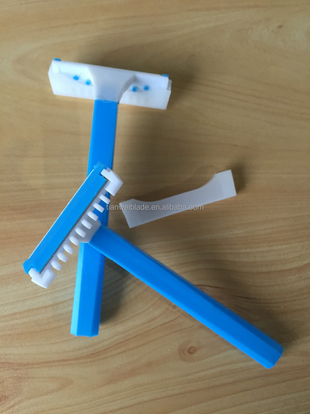 Medical Disposable Razor in Hospital with comb