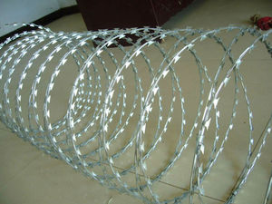 high galvanized or pvc coated Barbed wire/ razor wire (fence)