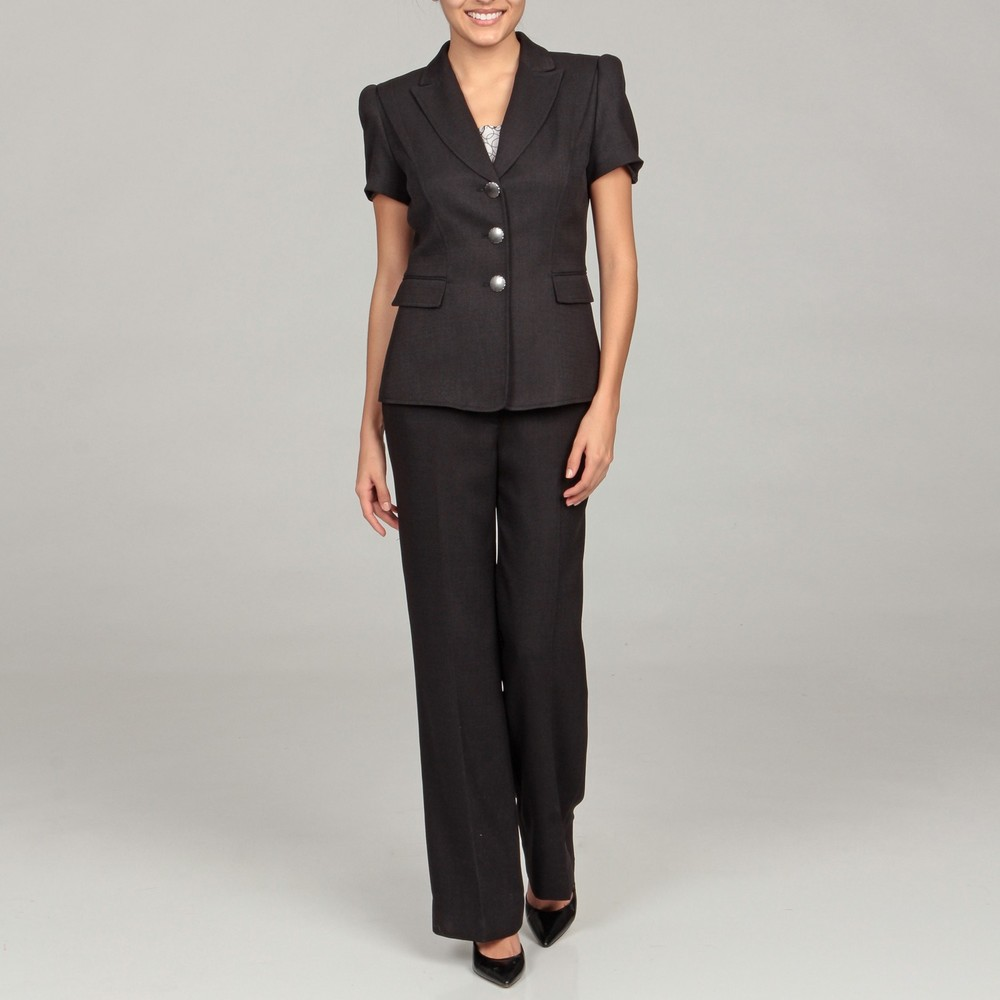 The new design yoga suit is a three-piece suit for outdoor,running ladies short sleeve suits.