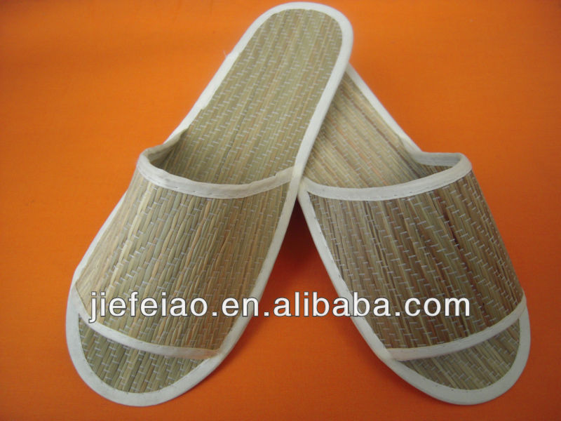 Eco-friendly and fashional summer straw indoor slippers