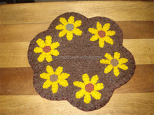2017 hot sell Small felt Fall flower penny rug candle mat made in China
