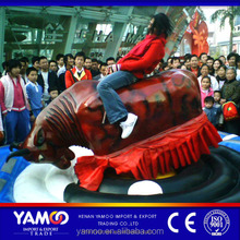 Super thrilling mechanical bull riding/ amusement bull fight for sale