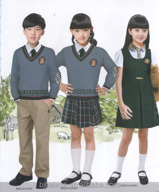 The different school uniform styles depend on whether the student goes to a public or a private school. Uniforms in public schools tend to be simpler compared to those worn by private school students.