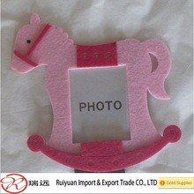 2015 Alibaba Laser Cut Customized Horse-Shaped Felt Picture Frame for picture show