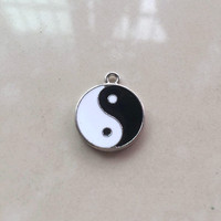 Fashion jewelry making accessories alloy silver plated enamel black and white yin yang pendant