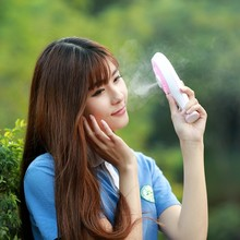 The two generation of high quality beauty handheld portable rechargeable mini spray humidifier air conditioning fan