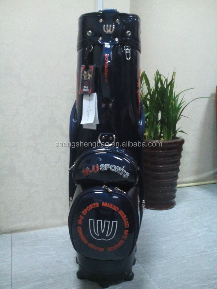 Golf bag with wheels