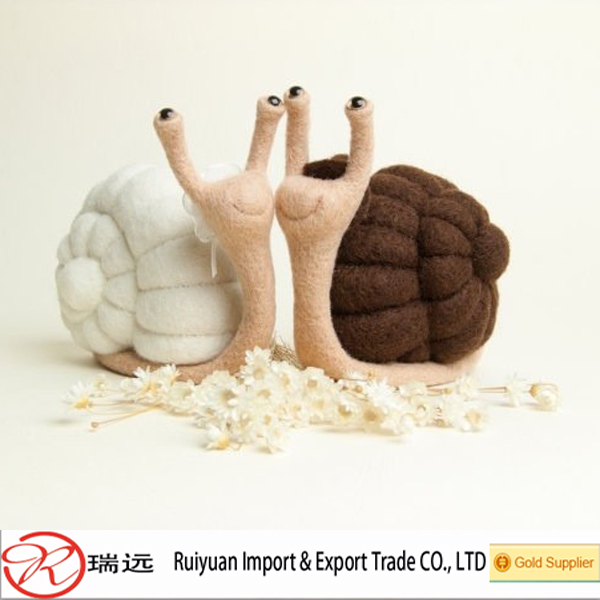 Novelty Customzied snail shape wool felt toy for kids