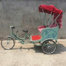 The romantic pedal tricycle /rickshaw used Bohemian style wedding