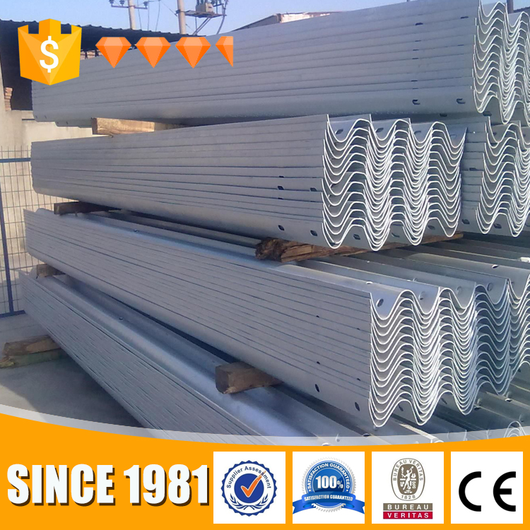 Top Accessed Guardrail Supplier / Double & triple wave highway formed barrier / barriers road rolled guardrail