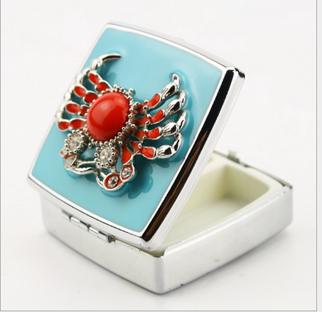 Top Grade Decorative Diamond Crab Metal trinket Pill box