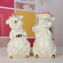 wholesale ceramic porcelain couples pig decoration statue for home decoration