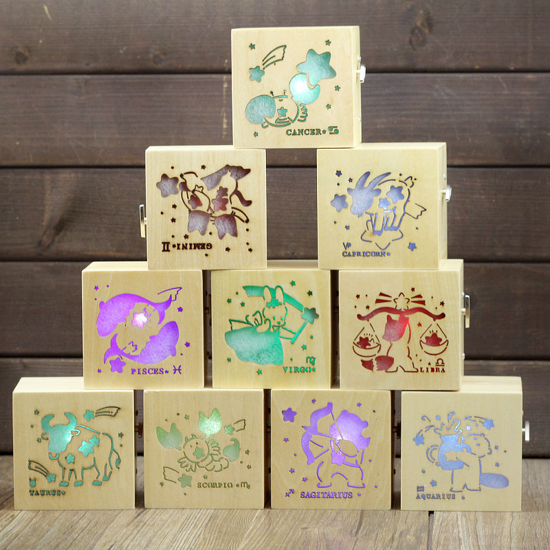 YY223 New Design LED lighted Music Box Wooden Luminous Cartoon Music Box Novelty Craft Hand Cranked Music Boxes