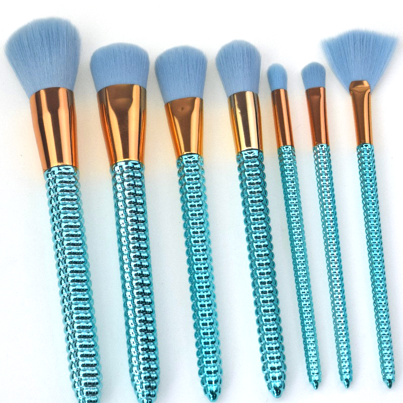 shiny green makeup brushes (4).jpg