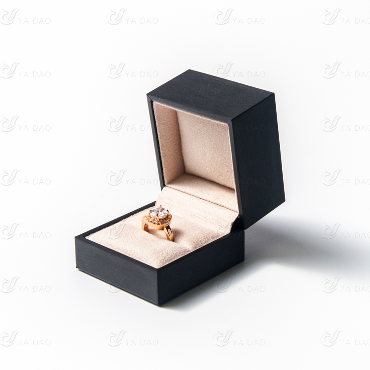 Подарок кольцо в коробке 26
