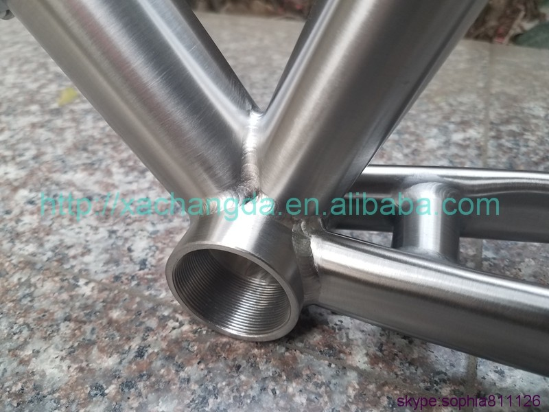 Titanium road bicycle frame with breakaway design China titanium touring bike frame 700C XACD titanium race frame with handbrush