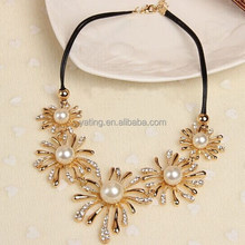 2015 cute elegant Leather Strap diamond flower necklace