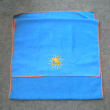 2018 Good price non slip rectangle blue microfiber printed yoga towel