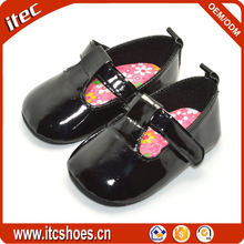High Quality Soft Sole T straps infant shoes black pu baby shoes