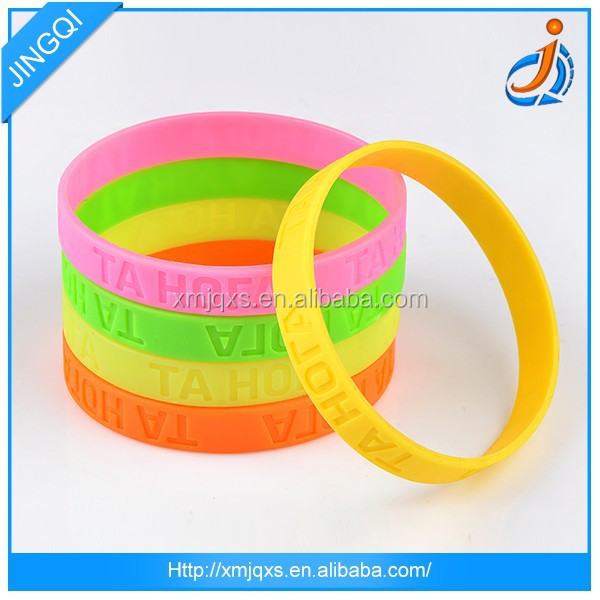 Latest new low price fashion silicone bracelet charms