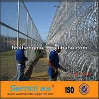 China high security cheap metal hot dipped electric galvanized zinc pvc coated razor wire fence suppliers for prison protection
