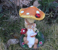 Garden ornament resin hand painting mushroom figurine with rabbit