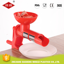 Professional factory cheap mini squeezer plastic manual tomato grinder