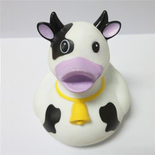 Custom promotional funny dairy milk cows soft rubber pvc bath duck toy