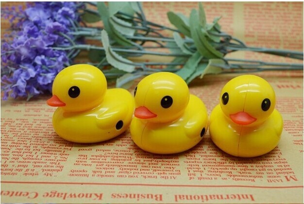 Cartoon Yellow Duck MP3 Player With Card Slot Memory Card Mini Fashoin Card Plastic MP3 PlayerLOGO gift MP3