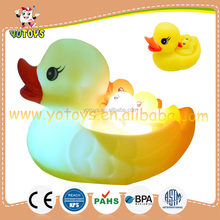 New Design Flashing light up LED bath toy duck / Flashing bath duck mom and babies duck