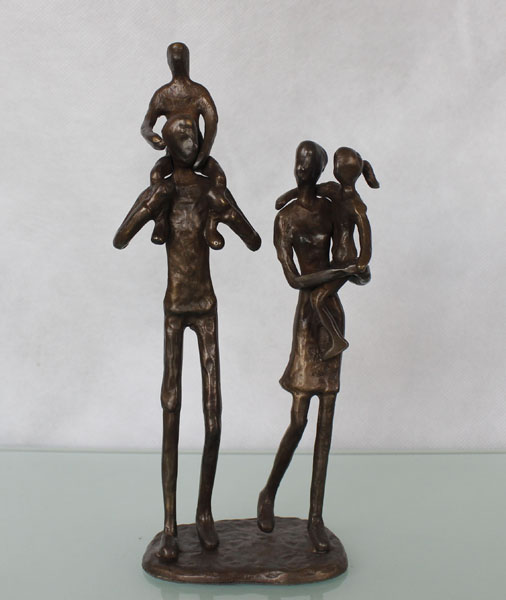 figurine father and mother with 2 children home decoration sculpture