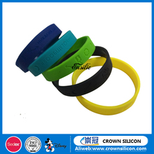 China Supplier Cheap Rubber silicone bracelets with debossed logo Factory audit