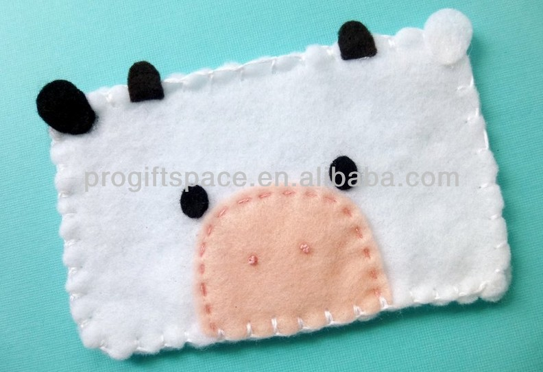 2017 new unique hot sell handmade cute pig decoration wool felt blu cell phone cases 5.0 made in China