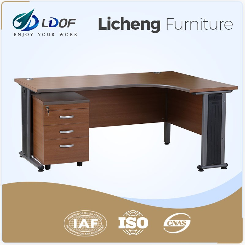Lastes executive office table designs in wood material