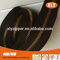 Cutom made gold metal zipper roll, long chain y teeth metal zipper for shoes, garments, bags