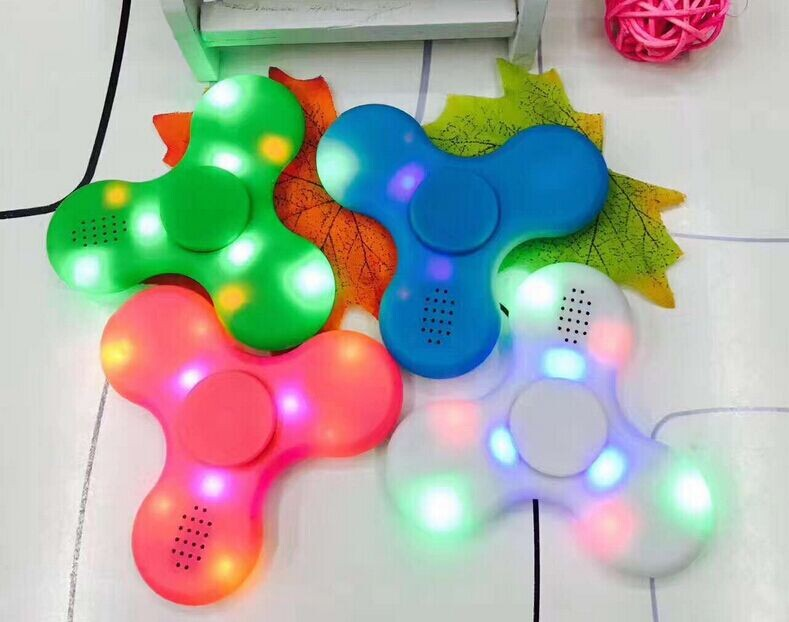 Amazon new arrival hot selling LED fidget spinner with bluetooth speaker