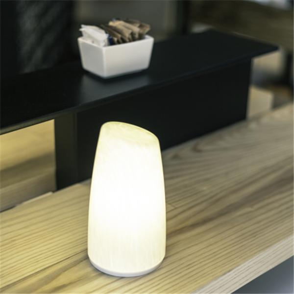 4400ma 5 v batteriebetriebene hotel usb nachttischlampe. Black Bedroom Furniture Sets. Home Design Ideas