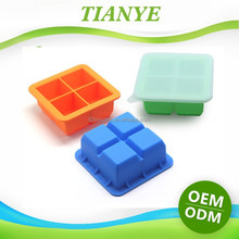 Ice Cube Tray with Cover, Silicone Covered Ice Cube Tray