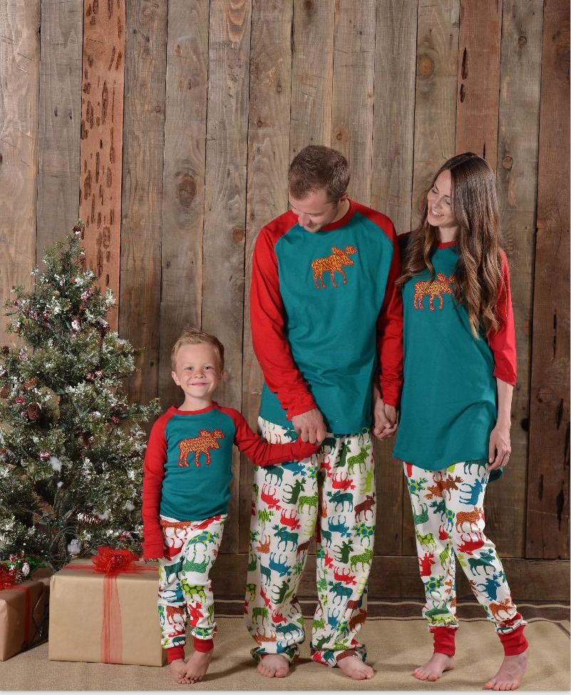 2017 Family Christmas Sets Family Matching Clothes Pajamas Fashion Father Son Mom New Year Look Sets Mother Daughter outfits