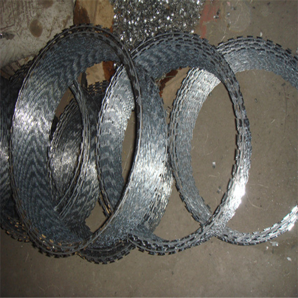 0.5mm -0.6mm thickness galvanized concertina razor barbed wire fencing with size of BTO 12,22,30,60,65