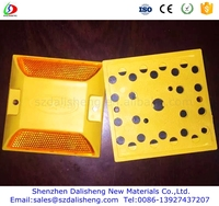 Road Safety Plastic Road Studs with Reflectors