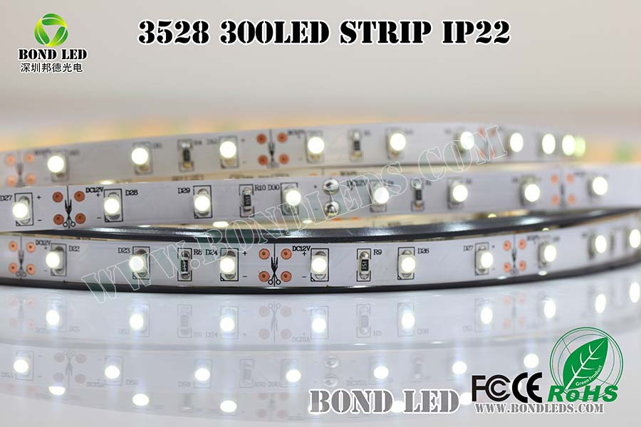 Factory direct sale high quality DC12/24V led light strip wholesale 60led/m 3528 flexible led strip battery operated led strip <strong>l</strong>