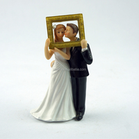 Hot Sell Group Photo Bride and Groom Figurines Resin Cake Topper for Wedding Cake Table Decorations
