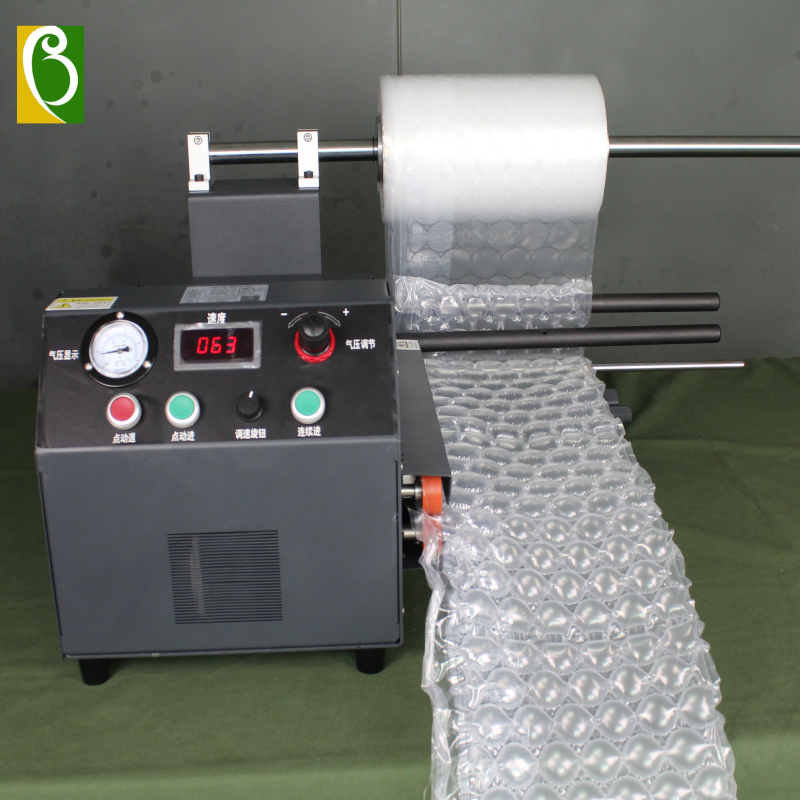 Bubble wrapping roll making machine, bubble wrapping roll inflating machine